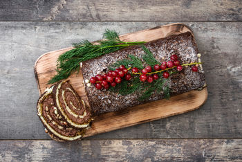 How to Make a Quick and Easy Christmas Chocolate Yule Log
